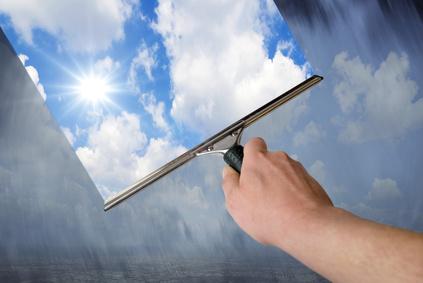 Fenster putzen tipps streifenfrei dank hausmittel tricks - Hausmittel fensterputzen ...